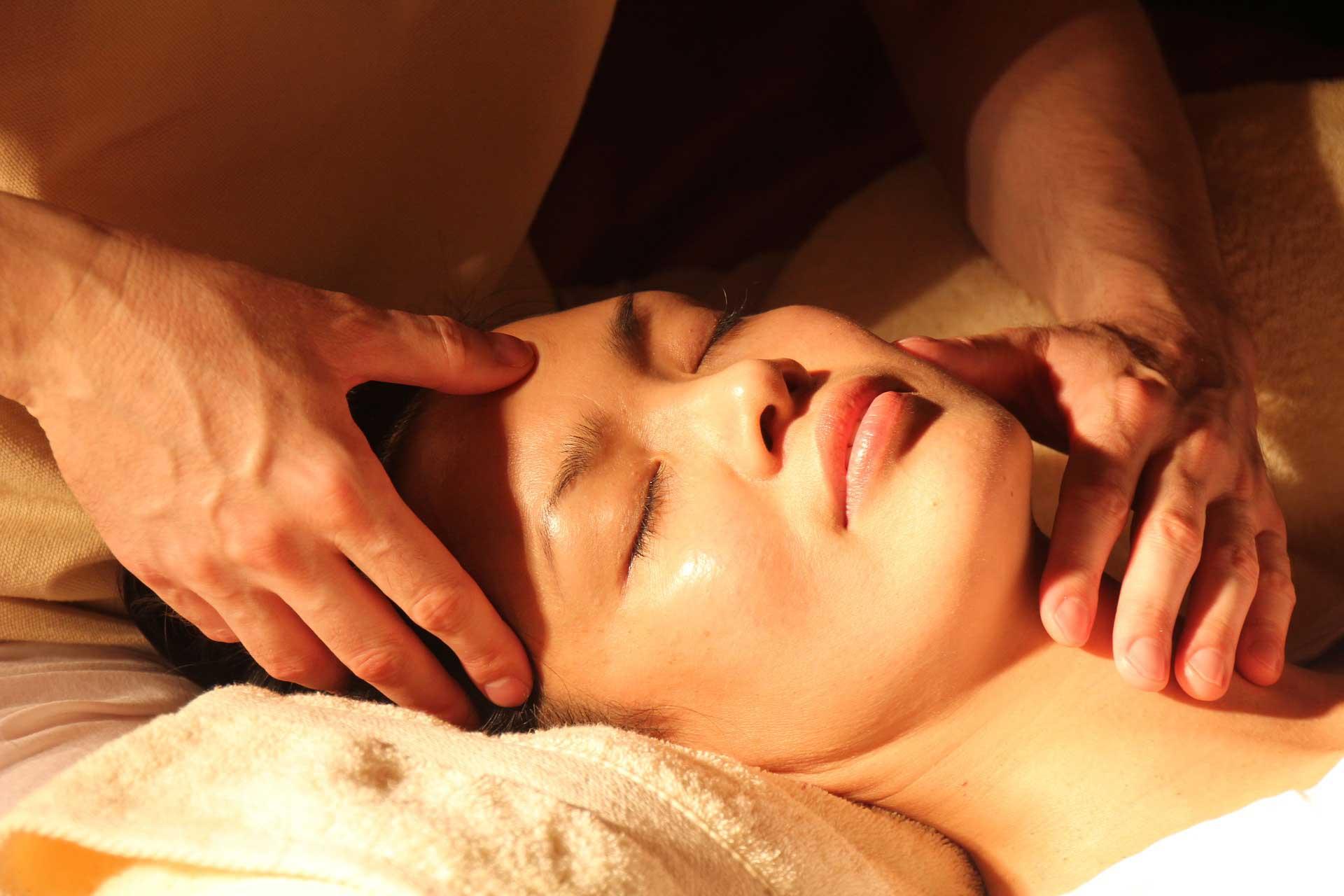 masajes relajantes, masajes antiestrés, masajes faciales relajantes. Libera tu estrés y disfruta de tu masaje en el centro Sedatio Bienestar en Chamberí, madrid centro